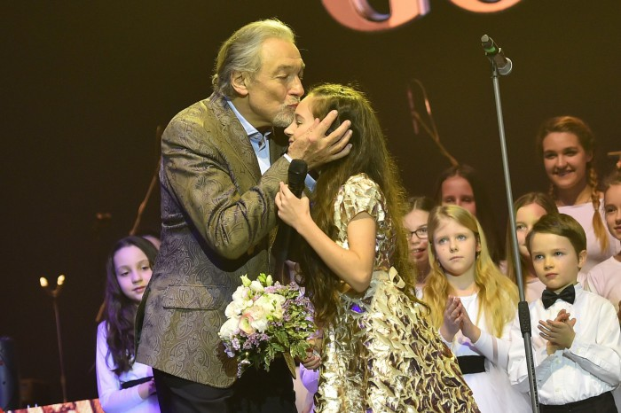 Foto  Patrik Ratajský Karel Gott předal Charlottce květinu. Foto  Patrik  Ratajský S Palem Haberou duet ... ea7d3a38fb8