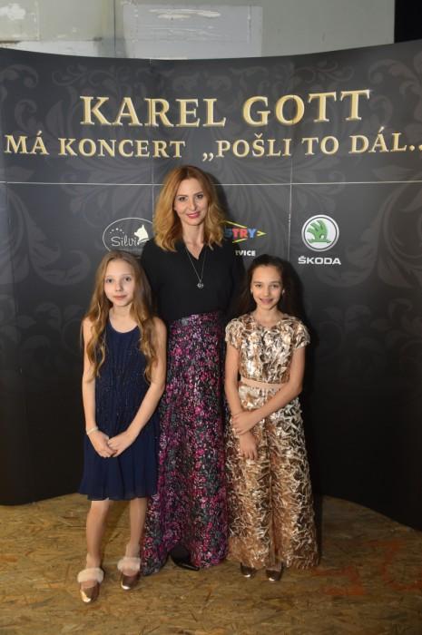 ... Ivana Gottová s dcerami. Foto  P. Ratajský V šatně manželé Gottovi ... 9aeac96955c